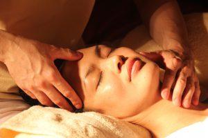 Massaggio con la riflessologia plantare per il tuo benessere
