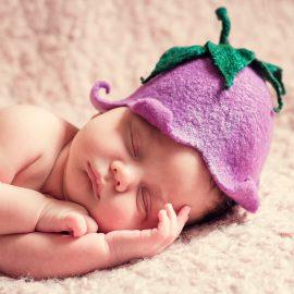 neonato che dorme senza insonnia
