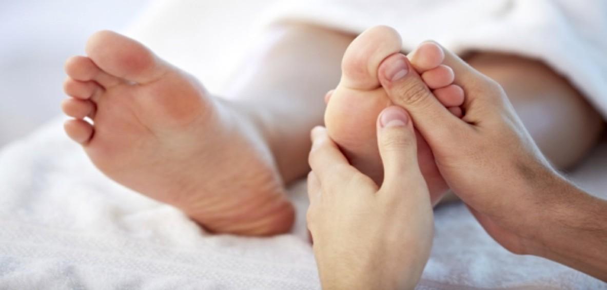 Un massaggio ai piedi per l'acne